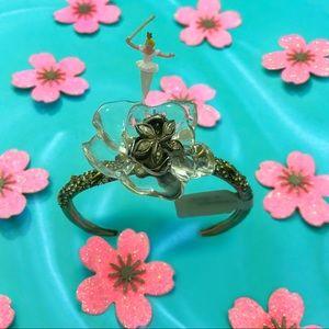 Jardin mysteré Gardenia cuff bracelet